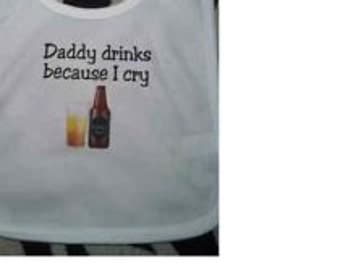 Daddy drinks because I cry / beer / daddy juice bottle funny baby bib