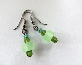 bead earrings,dangle green earrings,green earrings, bead jewelry,gift for her