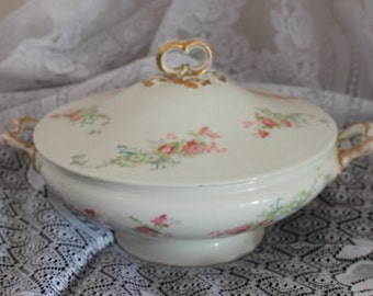 Lovely VINTAGE LIMOGES Covered Serving Casserole,GREAT condition!