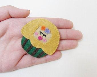 Frida Kahlo brooch cupcake
