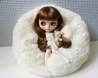 Blythe Bean Bag / Faux fur Creamy White / furry
