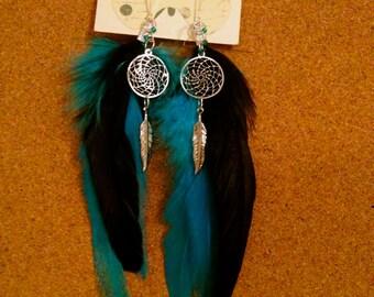 Dream catcher, feather earrings.