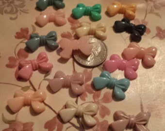 16 pcs of plastic bows mixture of different colors PB6