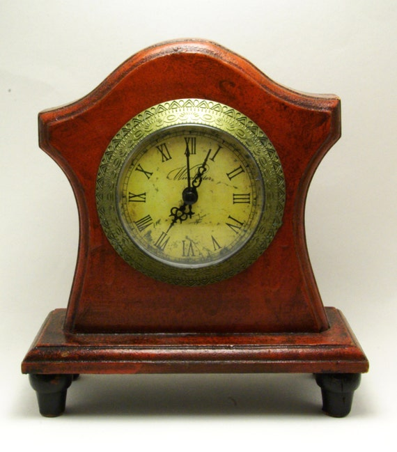 Vintage Winchester Wood Mantel Clock Quartz Tombstone Battery