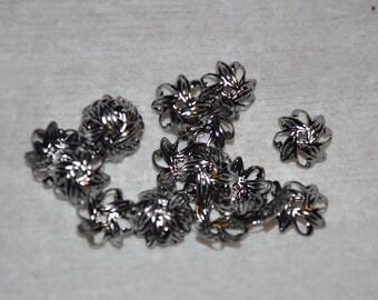 24 - 10mm Gunmetal Leaf Pattern bead caps (3080000)