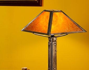 Craftsman Style Lamp - Clear Amber Mica Shade (Broadleaf)