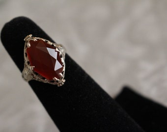 Gorgeous 14kt White Gold Carnelian Ring Size 6 1/2 Beautiful Filigree !