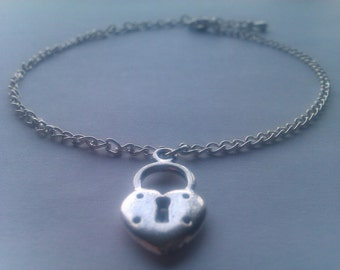 Exquisite Ankle Bracelet with a 'Padlock heart' shaped design