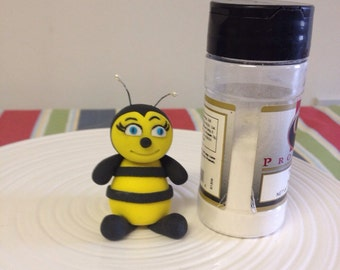 Fondant Bumble bee cake topper