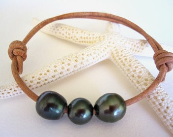 Tahitian Pearl Leather Bracelet, Black Pearl Bracelet, Leather Pearl Wrap Bracelet, Beach Bracelet, South Sea Pearl Bracelet, Pearl Jewelry