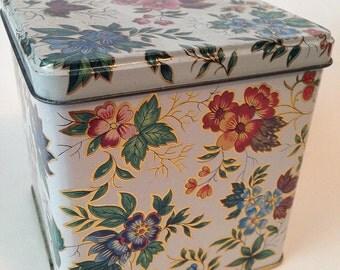 Vintage Daher Flower Pattern tin hinged top