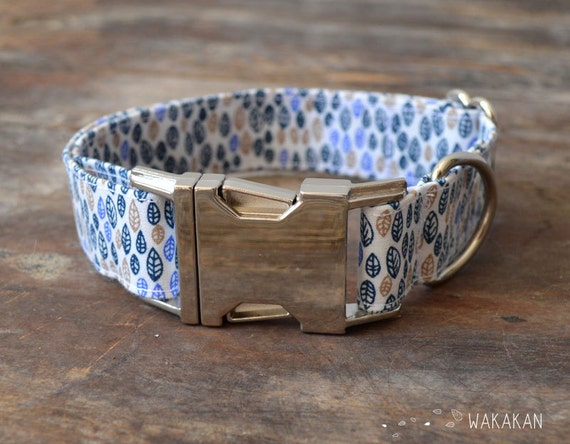 Rustic dog collar adjustable. Handmade with 100% cotton fabric. Buckle side release. Leaves blue and brownleash. Wakakan