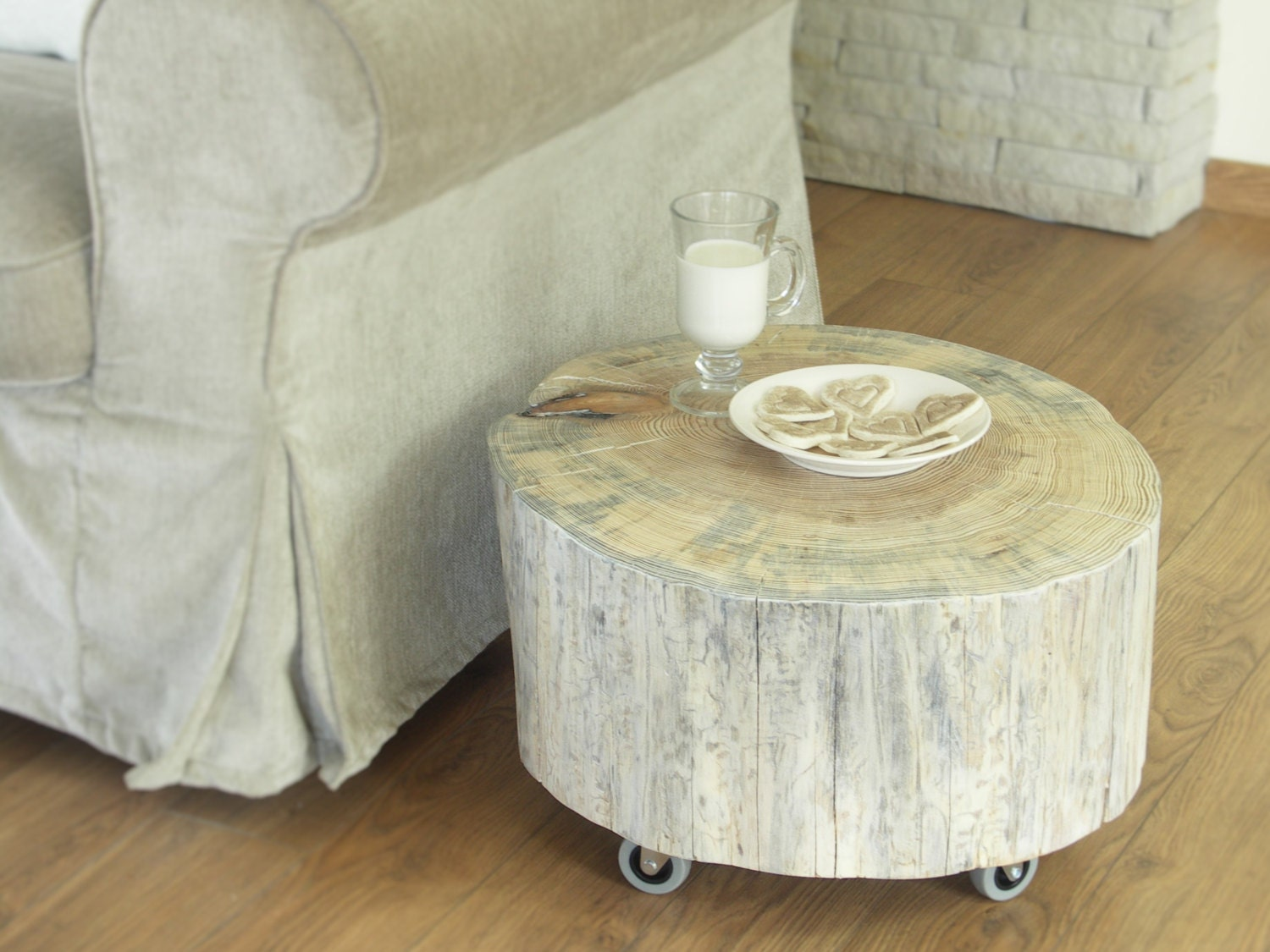 Tree trunk side table scandinavian style white wooden stump tree trunk side table scandinavian style white wooden stump rolling casters baumstamm tisch sgabello ceppo di legno geotapseo Image collections