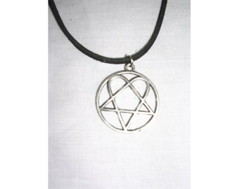 HIM HEARTAGRAM Ville Valo Love Metal Movement Rocker Solid Hand Cast Pewter Pendant on Adjustable Cord Necklace Play It Loud Metal Jewelry