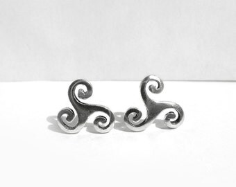 Celtic Sterling Silver Post Earrings, Celtic Triskele Stud Earring, Celtic Spiral Earring, 925 Sterling Silver Jewelry Celtic Design, Atigga