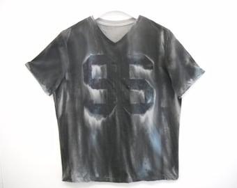 96 Shirt w/ spray paint like design