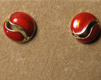 Vintage 80s Lipstick Red Enamel and Gold Tone Pierced Earrings