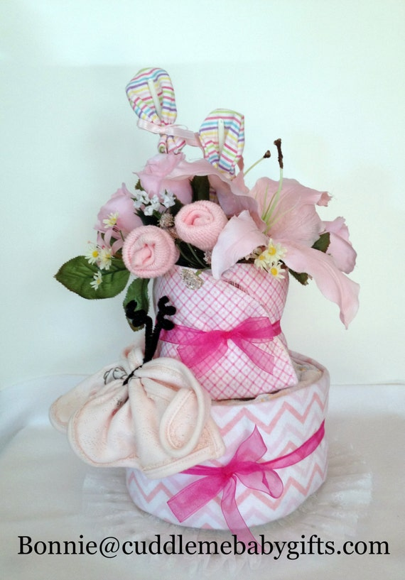 Baby shower Decor Baby Gift It's a Girl ! 2 layer disposable diaper cake Baby Shower Baby Girl