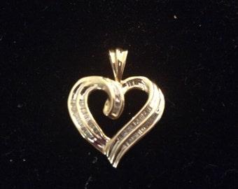 234}10kt  Diamonds Heart Pendant
