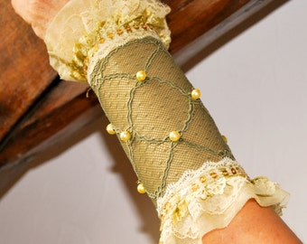 "Cuff Bracelet ""Layana"" leather lace yellow Pearl straw"