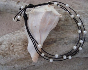 LEATHER/ PEARL NECKLACE  (Kelly)