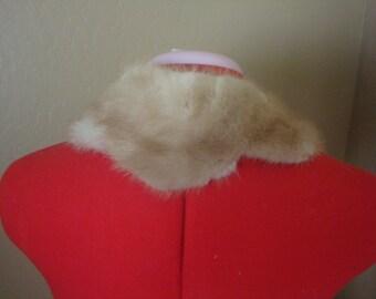 Beautiful scalloped edge 1950's fur collar.