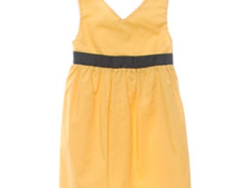 Dress in yellow cotton with kaki belt