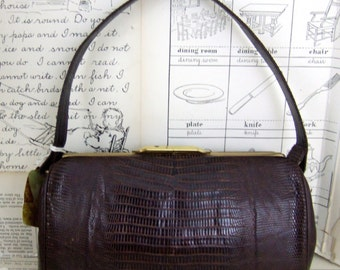 SaLe Beautiful VINTAGE brown ALLIGATOR handbag lined with leather