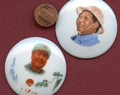 Two Chairman Mao Zedong badges 1968 Pendants Pins Brooches 9143