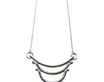 Single Curves Necklace