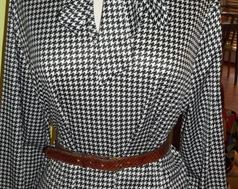 Fun and Flirty Black and White Houndstooth Print Vintage Blouse - SO CHIC