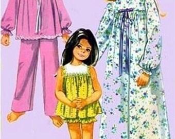 Vintage 1970s Christmas pajamas Sewing Pattern Simplicity 9095 Girls Shortie Pajamas or Nightgown Size 6