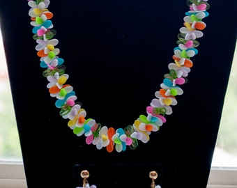 Brightly Abstract Colored Floresent Chip Necklace & Clip Earrings 32 Inches Long
