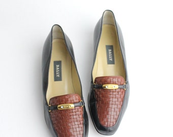 size 8 | vintage Bally leather loafers | vintage two tone leather flat shoes | Bally leather shoes | 38.5