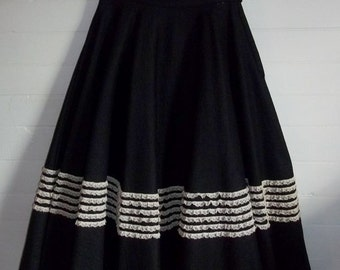Black Felted Wool Swingy Full Vintage 40s 50s Lace Trimmed Circle Skirt S W25 Rockabilly