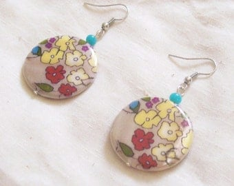 FLOWER DOODLE DANDY- Round Shell Earrings with Floral Motif - Whimsical Jewelry