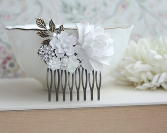 White Flowers Comb, Rose, Pearl, Rhinestone Diamente, Brass Leaf Sprig, Pearl Antiqued Brass Hair Comb. White Vintage Style, Bridal Wedding