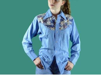 Vintage 70s Womens Snap Shirt Chambray Western Shirt Patchwork Yoke Hippie Cowboy Shirt Rodeo Hipster Shirt S / M