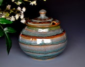 Sugar bowl with notched lid D