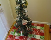 Pattern-easy, charming Christmas tree skirt to sew.