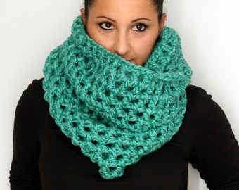Chunky Scarf, Chunky Extra Wide Spearmint Green Crochet Oversized Infinity Scarf, Winter Accessories