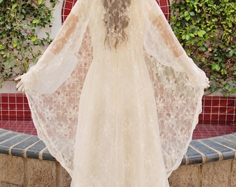 Chantilly Lace Mantilla Wedding Veil - Bridal Veil - Romantic Veil - Spanish Style Veil - Long Lace Veil - Waltz Length Veil - Avignon