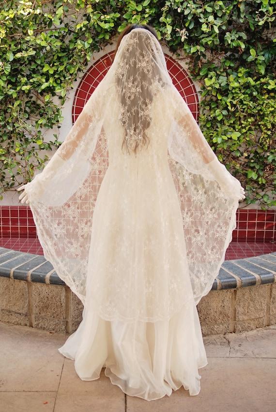 Chantilly Lace Mantilla Wedding Veil Bridal Veil Romantic