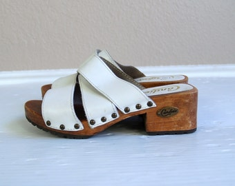 vtg 90s white leather CANDIES wood platform STUDDED SANDALS 6 grunge strappy peep toe boho heels