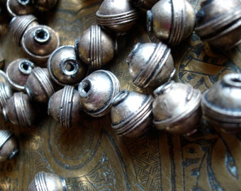 Moroccan very  tarnished light coppery golden silver  colour round plain bead (code10)
