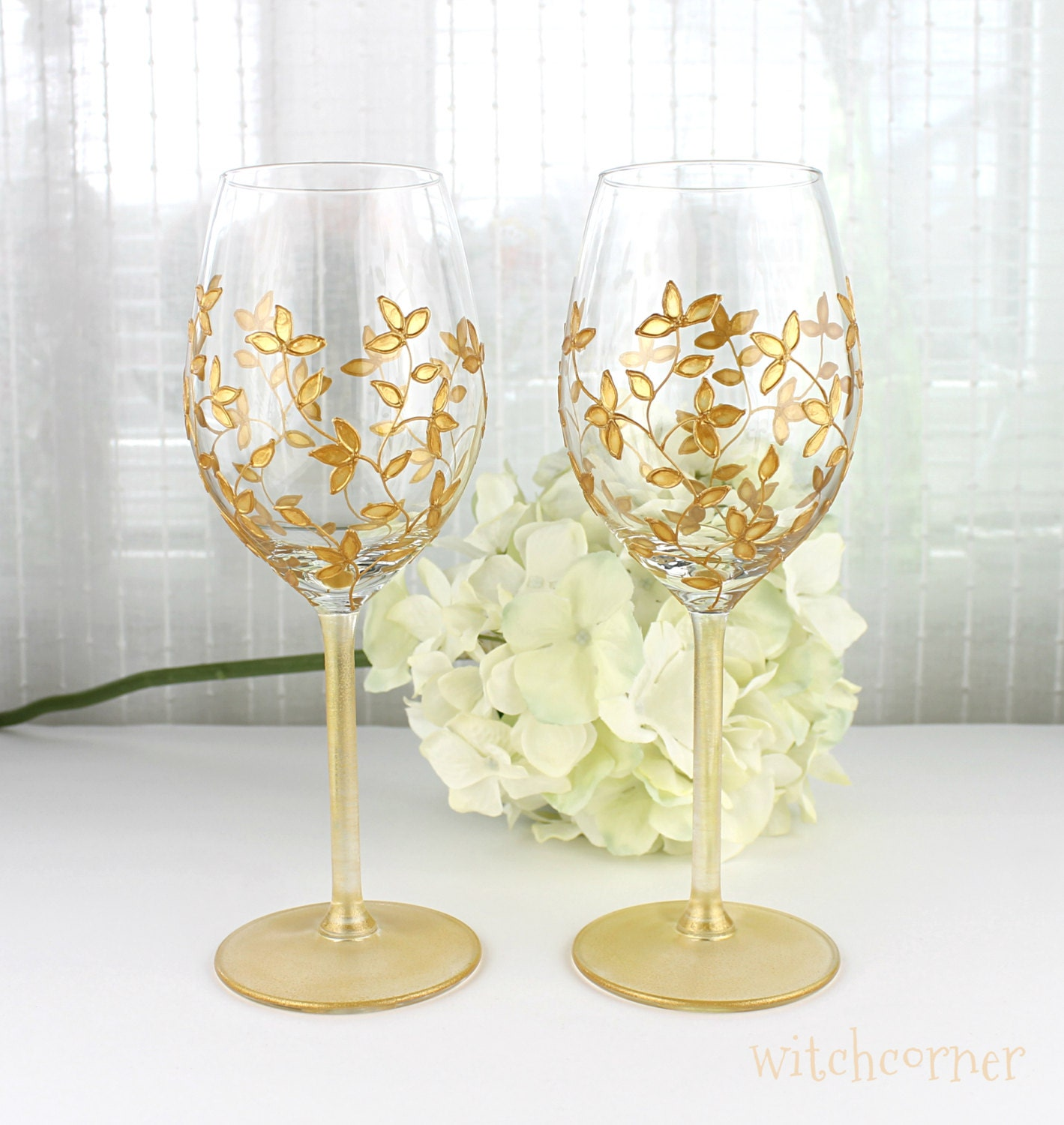 Wine glasses wedding glasses gold toasting glasses gold for Hand designed wine glasses