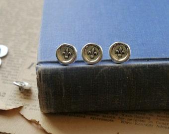 """10 pcs Fluer De Les Wax Seal Look Antiqued Silver Metal Buttons 15mm 5/8"""" (SB2184)"""