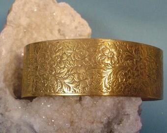 Wonderful OLD Tooled BRASS Cuff Bracelet