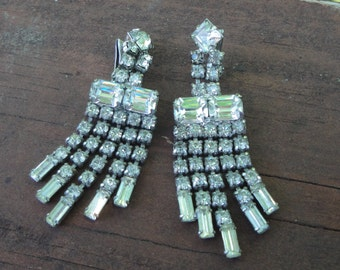 Vintage Wiesner rhinestone earrings Hollywood glamour - silver tone clip dangle 1950s Astronaut Wives Mad Men