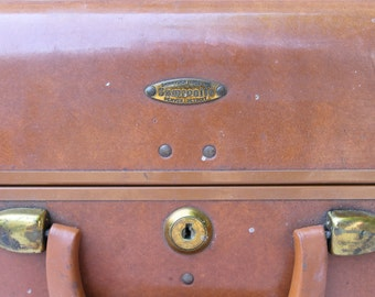 SALE! Samsonite vintage suitcase luggage in very good condition